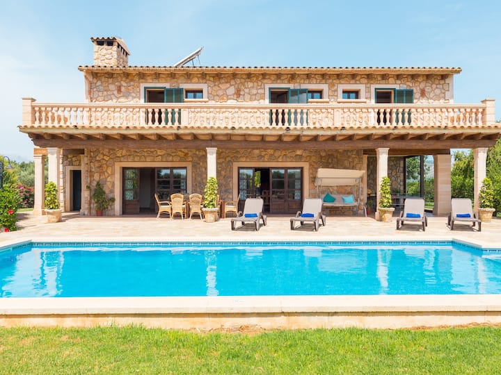 Villa Lagoon. Lovely stone built Mallorcan finca with private pool.