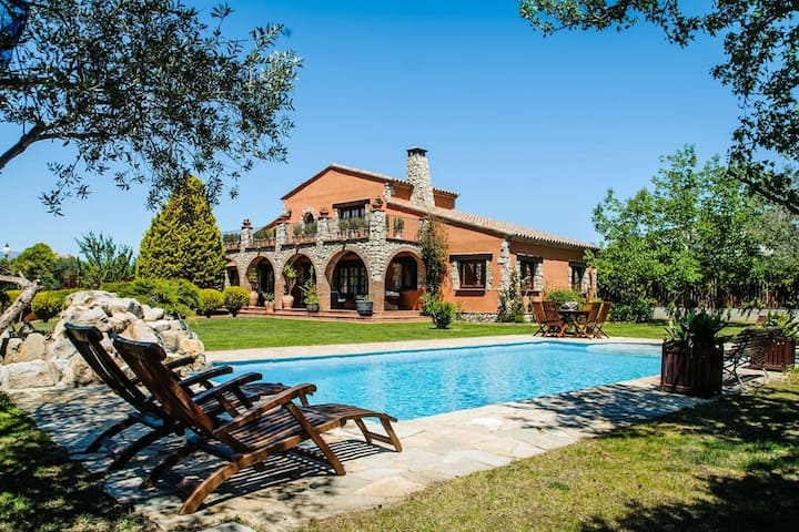 Magnificent Villa in Peralada with Private Pool and Garden