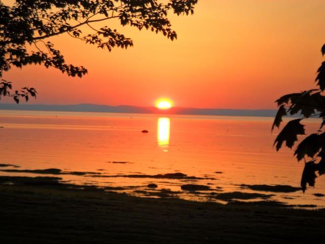 Mon voisin d'en face.... les couchers de soleil!