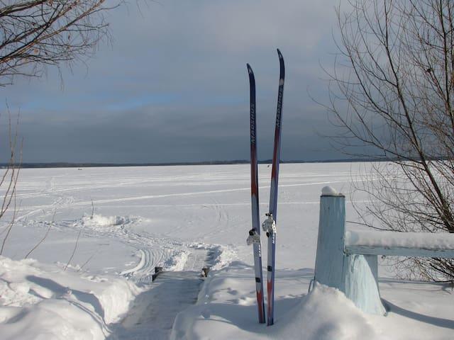 Дом рыбака на озере Селигер.