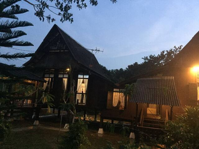 50's Lotus Village (C: high house) - Kuala Sungai Bahru - Huis