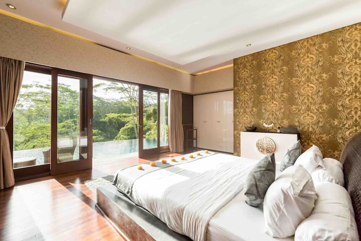 Serviced 5* Jungle-View Retreat with Spa & Yoga