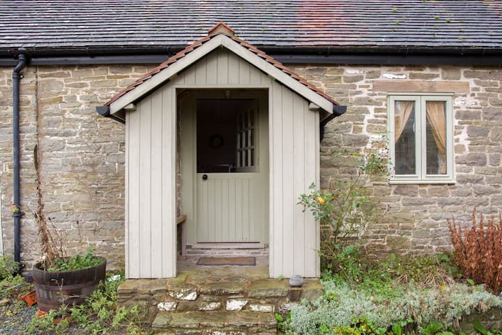 Converted C17th barn sleeps 2+ - Kington - House