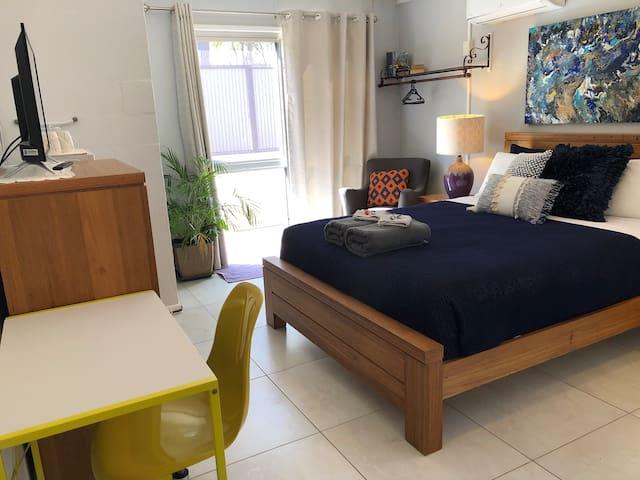 Handy Studio Room, Bfast, Close airport, walk uni