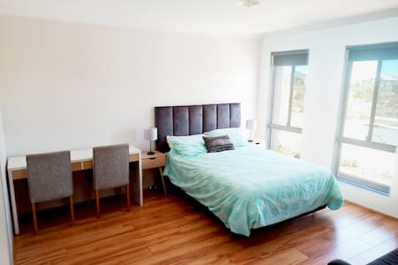 ⭐Spacious room+ensuite with beautiful sunset view⭐