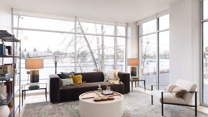 Chic 1BD with spectacular views from the rooftop decks