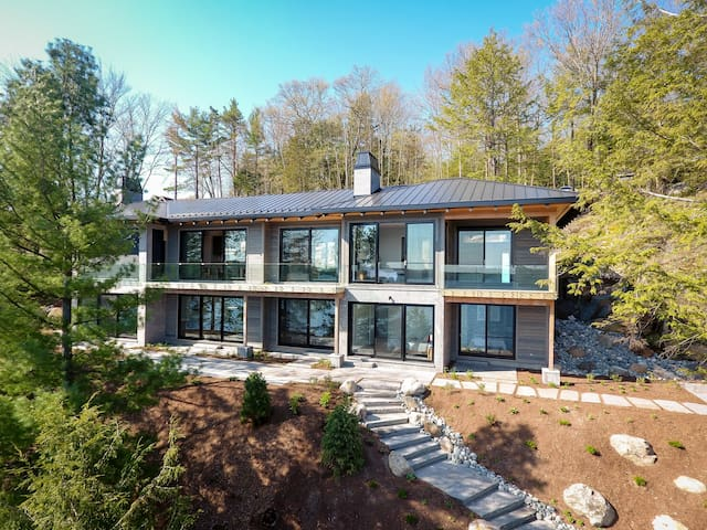 Beachwood - Contemporary Luxury on Lake Rosseau