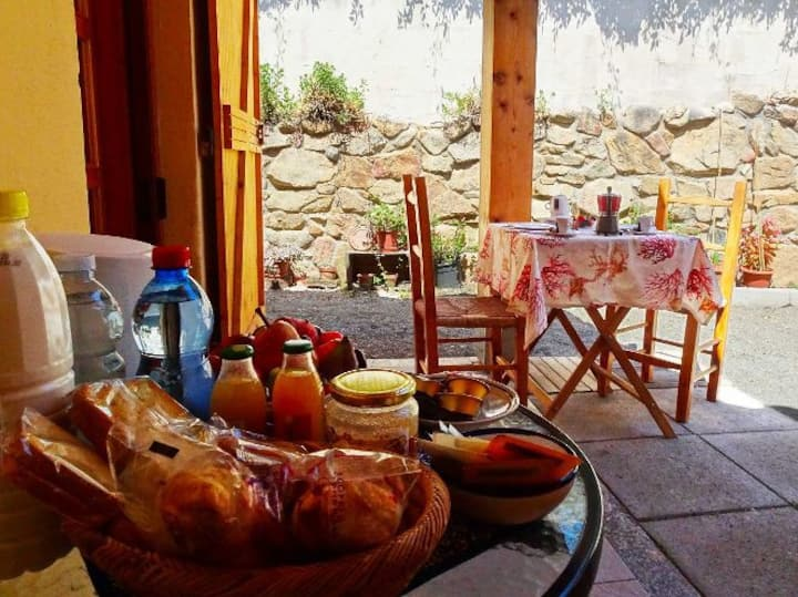 Paeonia, the nest in Eranu with private breakfast