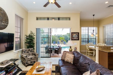 Spacious with game rooms and extended pool deck - Four Corners - Casa