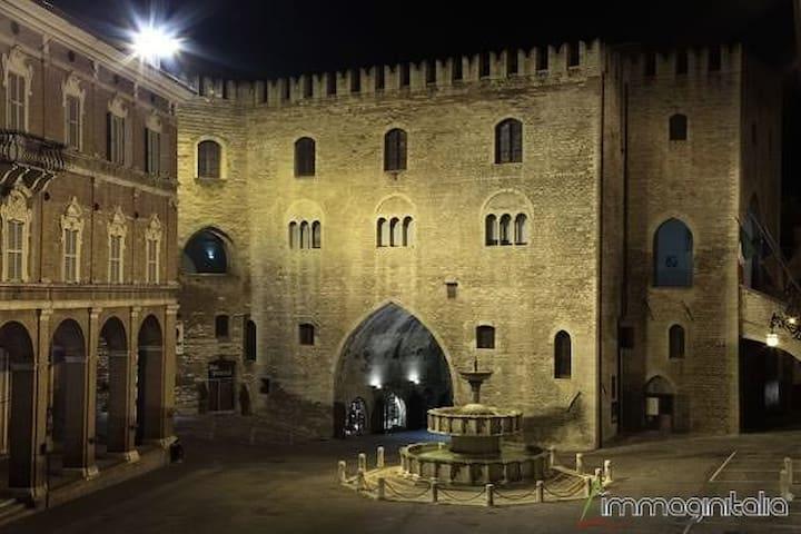 piazza del comune di Fabriano