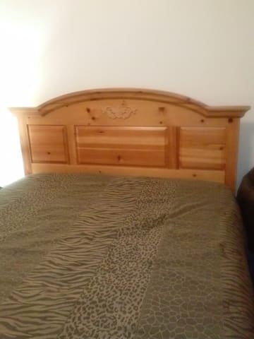 NEAR CHARIS - PRIVATE BEDROOM - Woodland Park