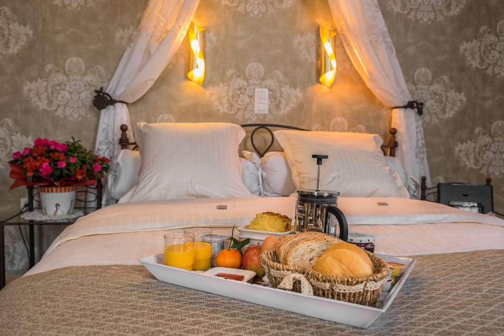 Comfy Bed and Breakkie @ Bariseele (in the room during the weekdays)