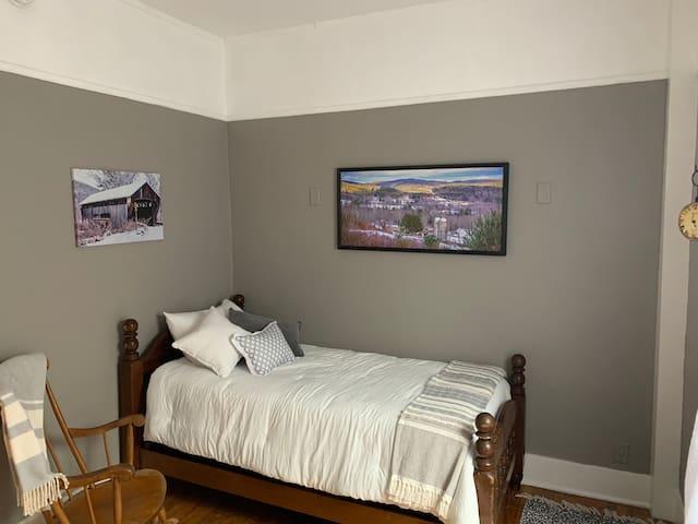 Bedroom #2 - Twin