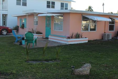 PARADISE ISLAND COTTAGE - Matlacha - House