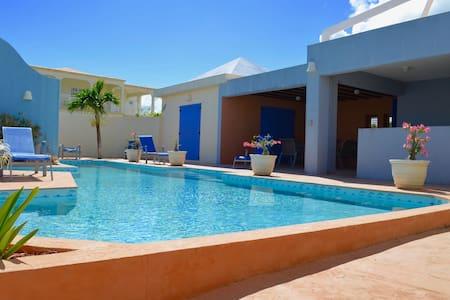 Romance and relaxation - visit Gardenia Villa