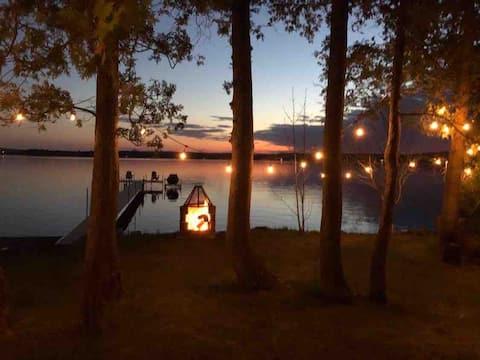 Warm,sandy beach Lake Aylmer (CITQ-300830)