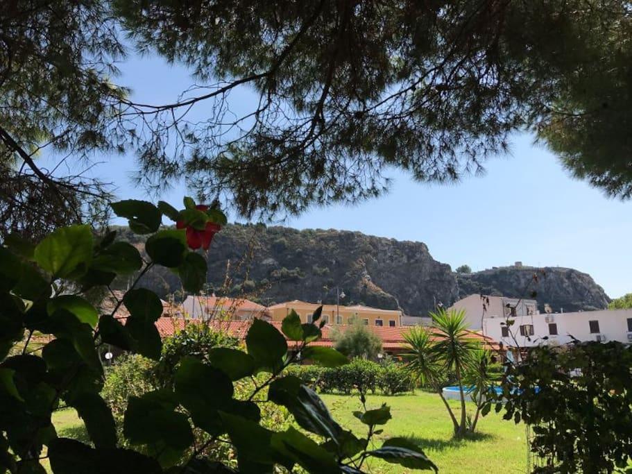Panoramica del giardino e della struttura