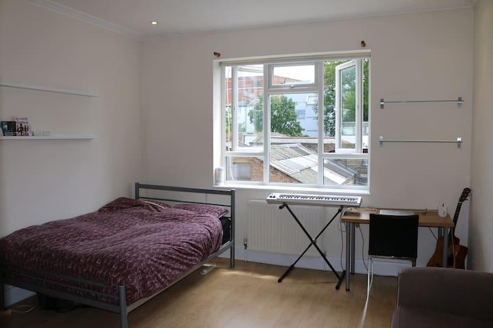 Modern double bedroom in Camden