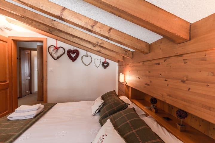 Bedroom 2. Emperor size bed