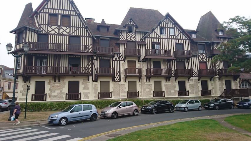 appartement 3 pi ces cabourg centre proche plage flats for rent in cabourg normandie france. Black Bedroom Furniture Sets. Home Design Ideas