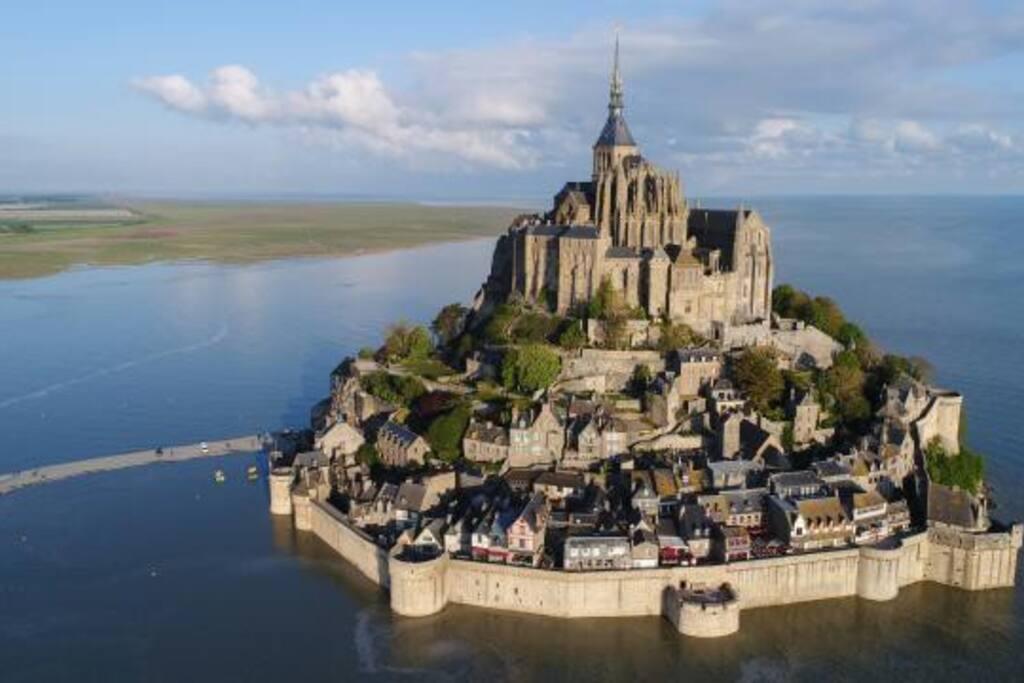 15 minutes to Le Mont St Michel