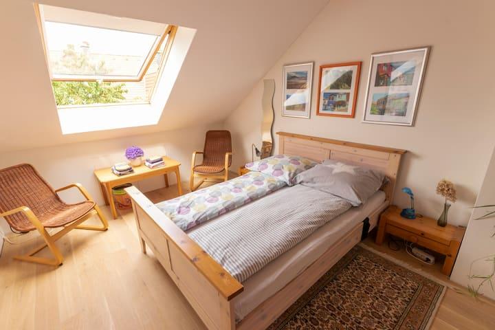 Cozy room with private bathroom in Schildgen