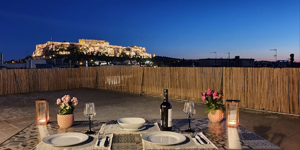 Acropolis View Apartment in Heart of Monastiraki