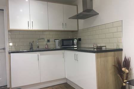 1 Bed Annex apartment with parking £900 per month