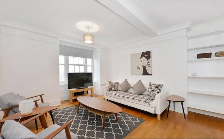 Gorgeous 1-2 bedroom with views of Regents Park