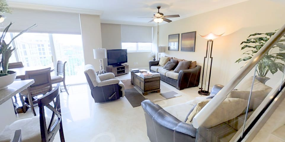 Awesome Apt in the heart of Boca (Min 4 mo. stay)