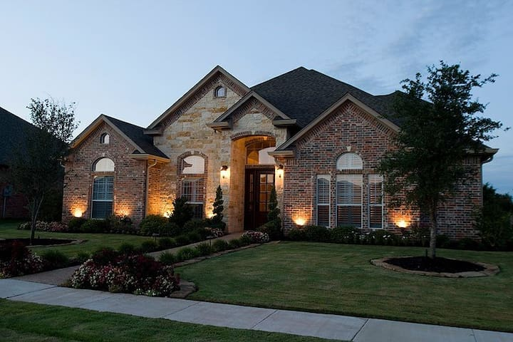 4 Bedroom 4 Bath Luxurious Home - Waco - Casa