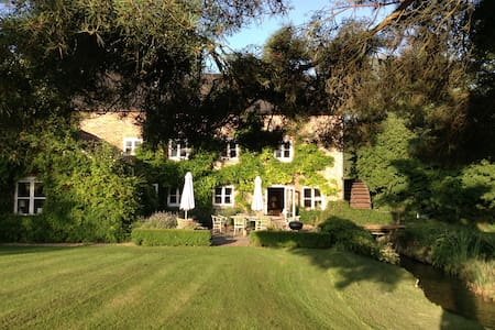Gorgeous Little Mill House - Pewsey - Bed & Breakfast