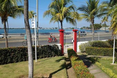 Casa Babi (due stanze) - Paseo El Prado, Malecon - Cienfuegos - Bed & Breakfast