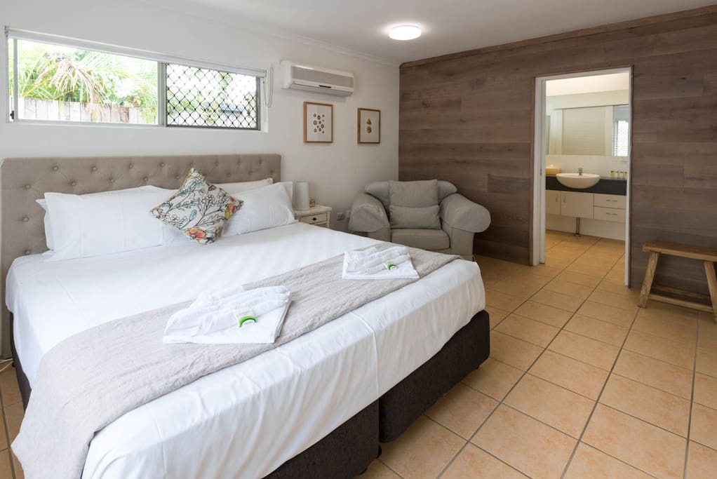 King size master with ensuite and private tropical courtyard garden