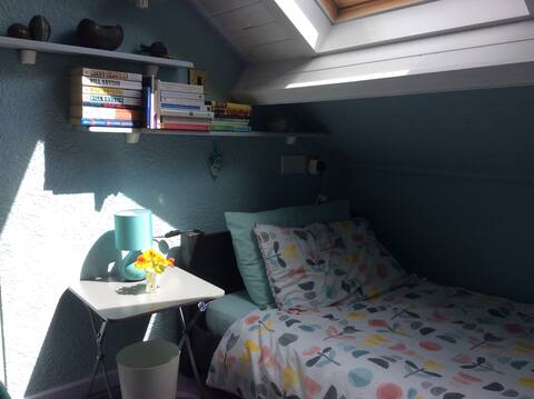 Warm Welsh welcome nr Cardiff (Single bedroom)