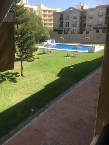 Spacious clean 3 bed Apt well situated + free wifi
