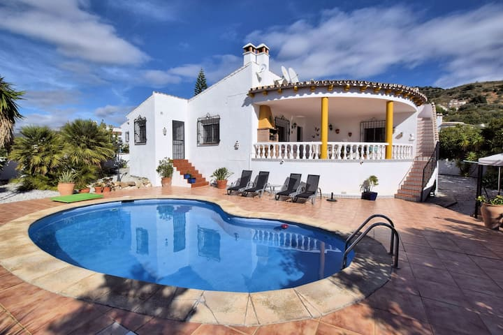 Cozy Holiday Home with Private Swimming Pool in Viñuela
