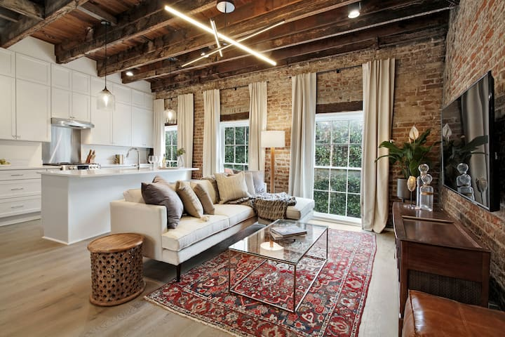 Upscale & Historic Luxury Apartment | 5 mins to FQ