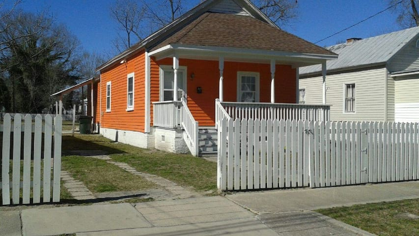 Walk to Everything Downtown -Coffee Bar Cottage - Kinston - House