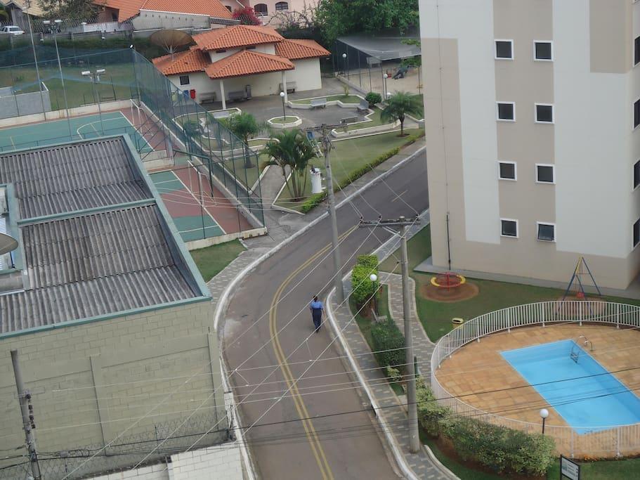 Vista da Piscina, quadras e parquinho pelo quarto 3
