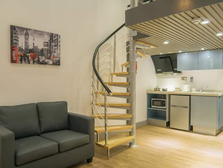 Student Only Property: Awesome Studio - LOS 12 months 10% off
