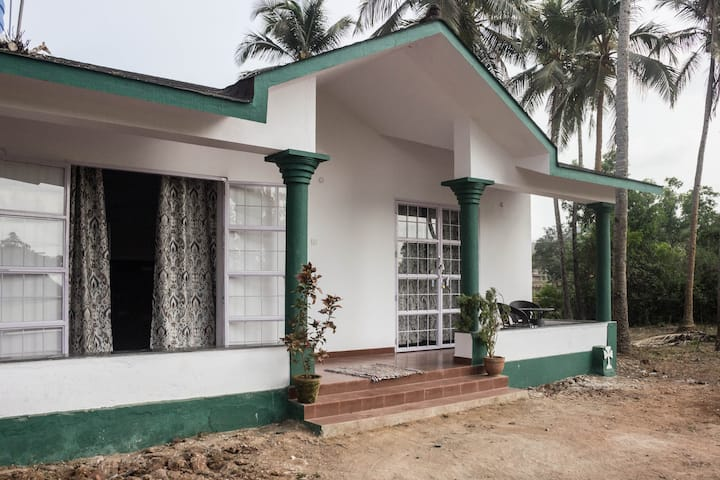 Ciarans Bothy - Charming country farmhouse GOA