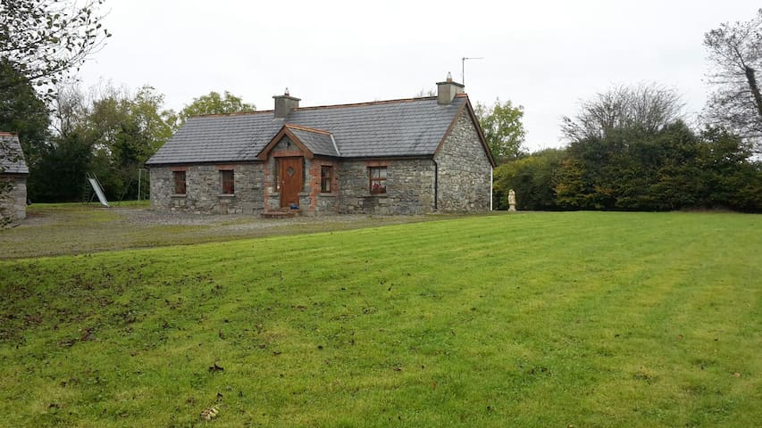 Historic & Luxourious Hazel Cottage - Ballyhahill