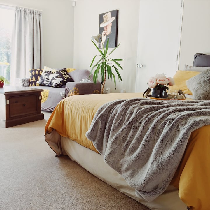 Peaceful Modern Comfy Homely Well Equipped Studio