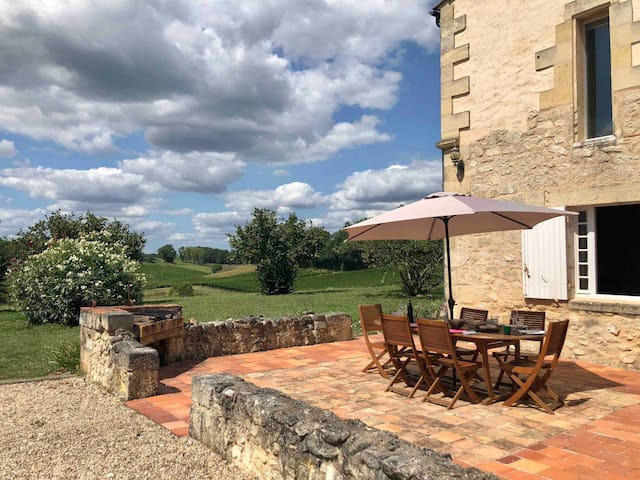 Heated pool, beautiful views & vines nr St Émilion