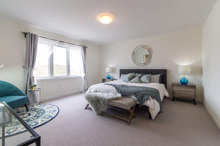 LUXURY SUITE in CAMBRIDGE – BRAND-NEW,  Bedroom 1