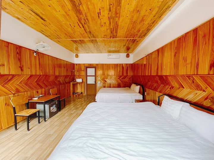 Cosiana Homestay - Quad Room with Pools view 2