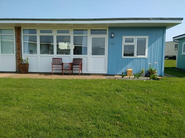 Seaside Chalet - 1960s holiday chalet near beach - Camber - 牧人小屋