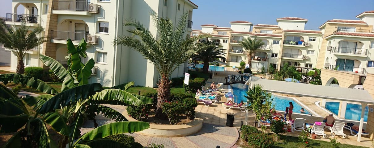 2 bed apt Sea front with shared pool - quiet area