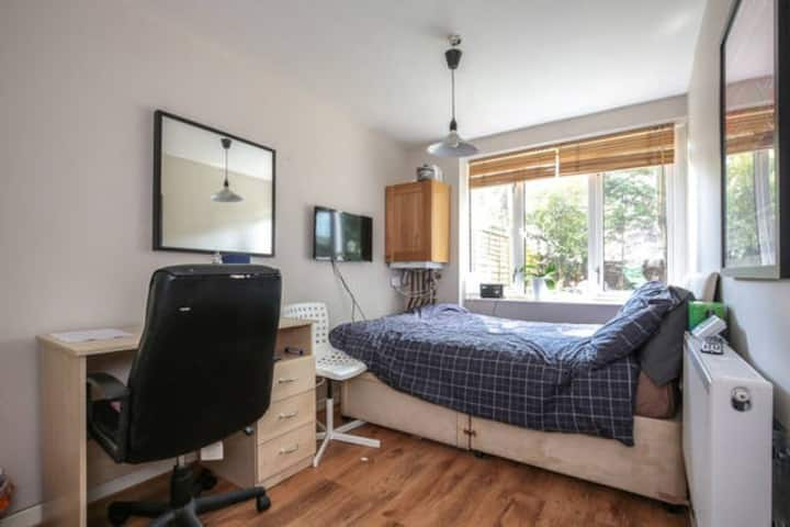 Double Room in lovely flat in Upper Holloway